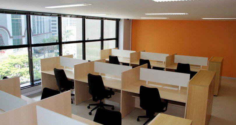 Escritório em Coworking x Espaço Home Office